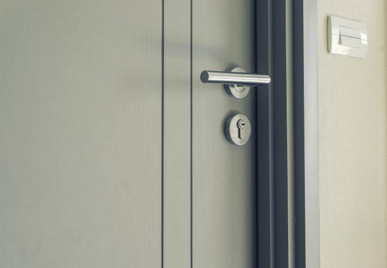 ibv - plechove dvere 768x533 - Plechové / priemyselné dvere