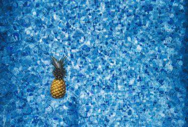 ananas-v-bazene