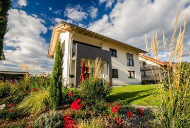 ibv - single family home 2704998 1920 370x250 - Záhradná architektúra